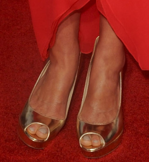 Cobie Smulders shows off her pretty feet in Jimmy Choo shoes