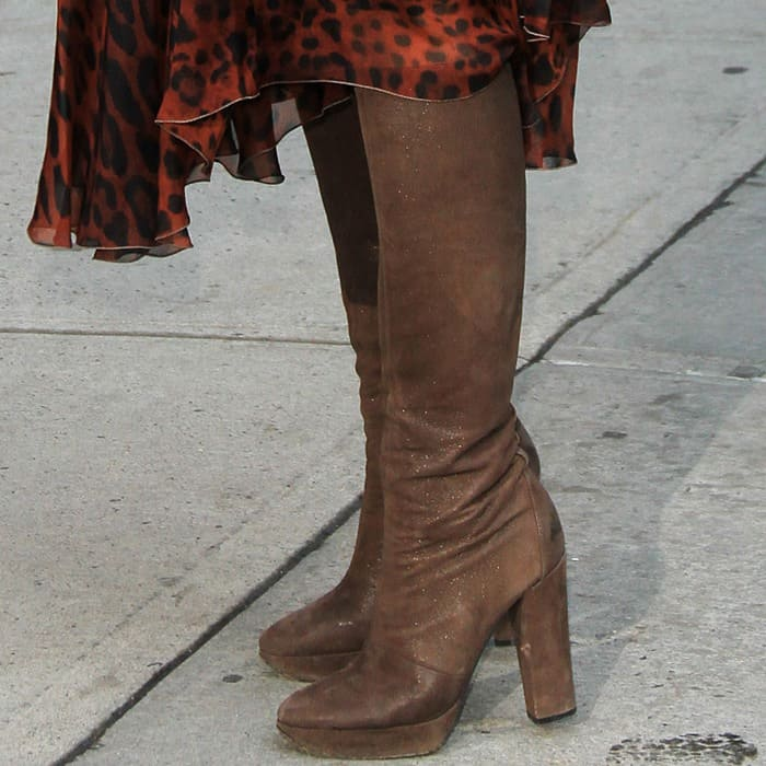 Eva Mendes In Brown Suede Boots And Animal Print Long