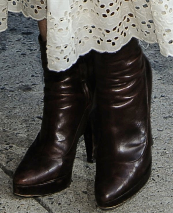 Boots that Eva Mendes has been sporting all season
