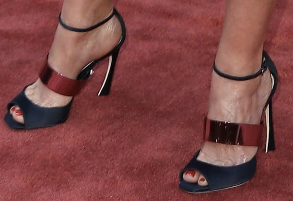 Faith Hill's feet inDior strappy sandals