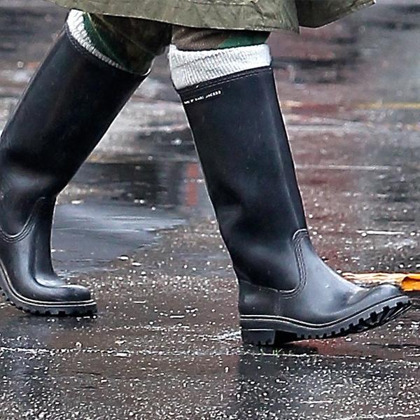 Gwen Stefani in trusty black leather SAX boots