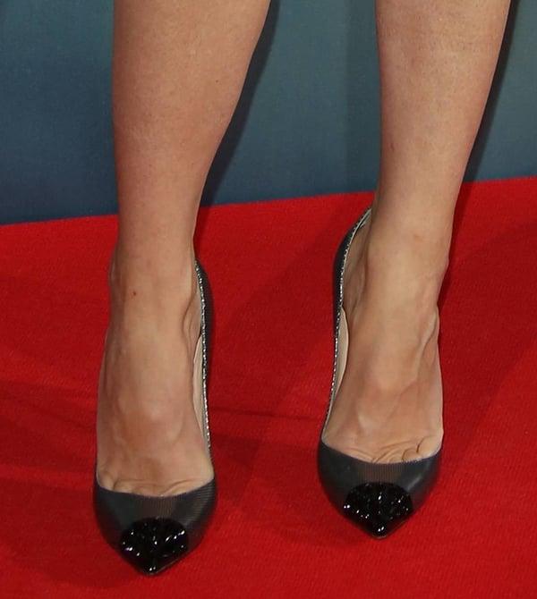 Gwyneth Paltrow shows off her feet inGeo shoes
