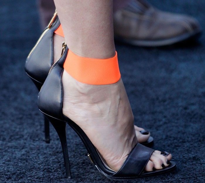 A closer look at Gwyneth's Michael Kors sandals