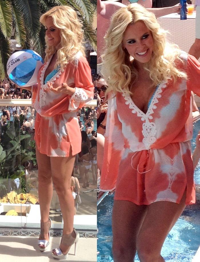 Jenny McCarthy wears her blonde hair down at Encore Beach Day Club in Las Vegas