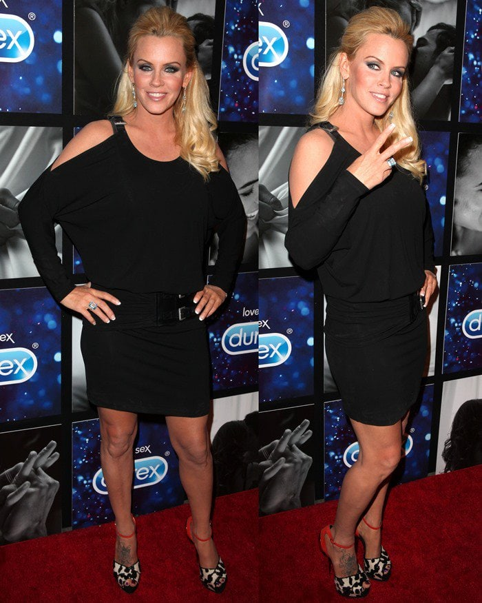 Jenny McCarthy wears a black dress on the red carpet of the Hotel Durex charity event