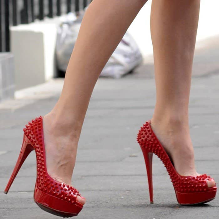 5cc29c9e277c Kelly Brook Wears Red Christian Louboutin  Lady Peep Spikes  Pumps