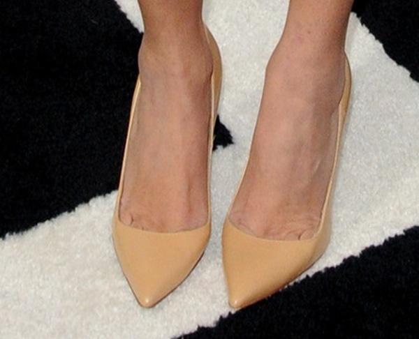 "Kourtney Kardashian shows off her feet in Manolo Blahnik ""BB"" pumps"