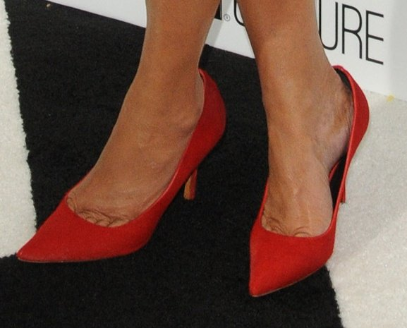 Kris Jenner reveals toe cleavage in red suede pumps