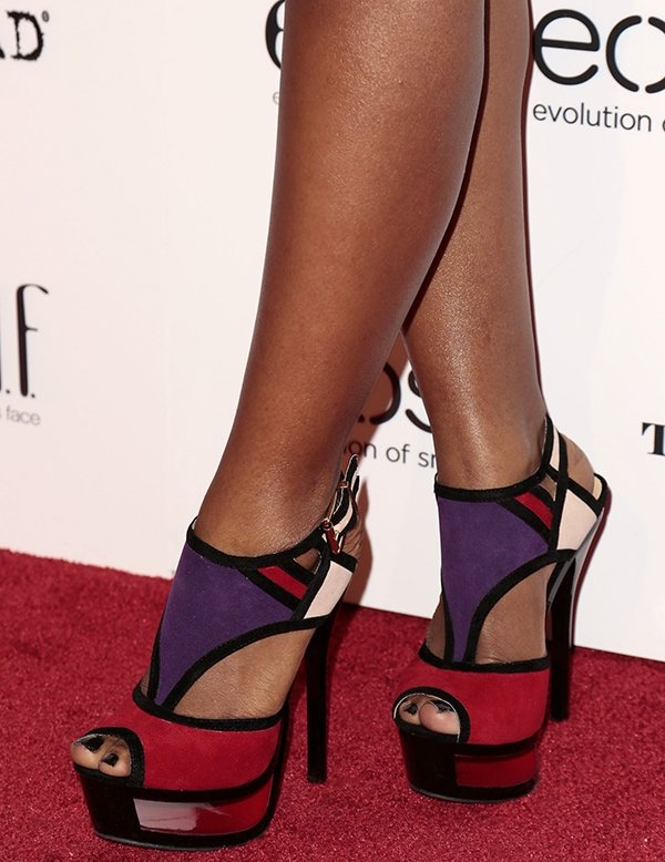 Porscha Coleman shows off her feet in color-blocked platform sandals