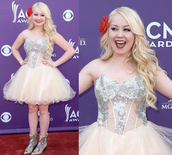 RaeLynn in a chic dress atthe 2013 Academy of Country Music Awards