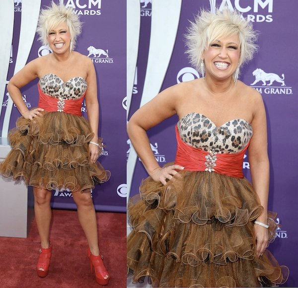 Tobi Lee went for bold and bright atthe 2013 Academy of Country Music Awards