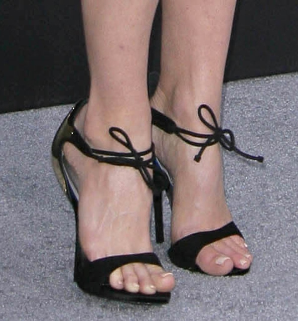 Alice Eve shows off her feet in Giuseppe Zanotti Spring 2013 sandals
