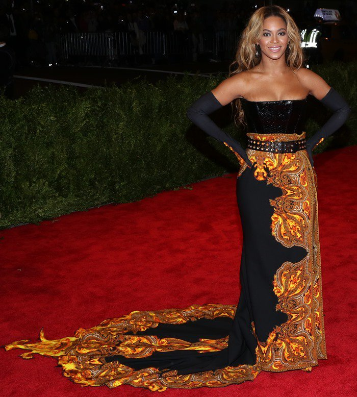 Beyoncé Giselle Knowles-Carter in head-to-toe Givenchy Haute Couture