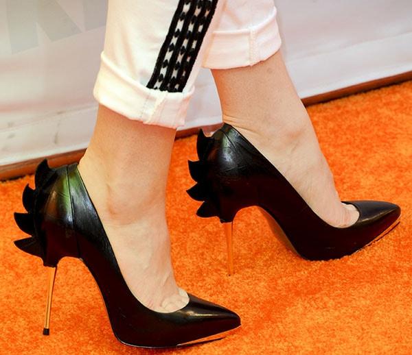 Bridgit Mendler reveals toe cleavage in black high heels