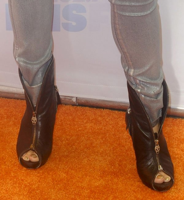 Cheryl Burke shows off her size 7 (US) feet in black boots