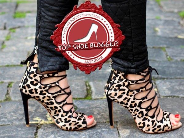 Hanka shows off her feet in leopard heels