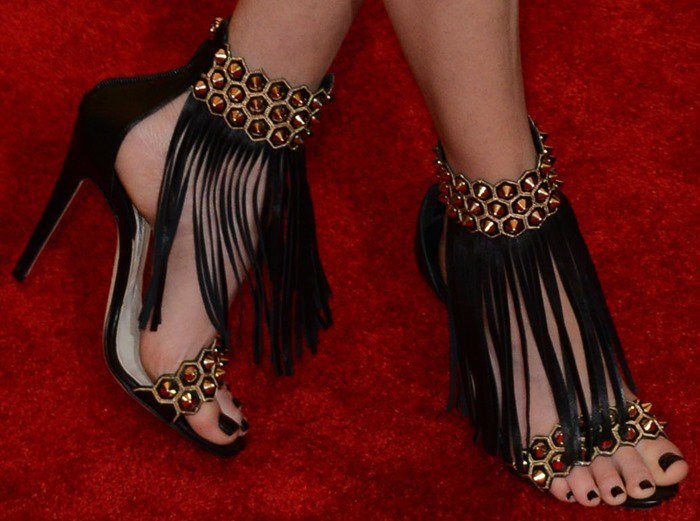 Elizabeth Banks shows off her sexy toes in custom Brian Atwood shoes
