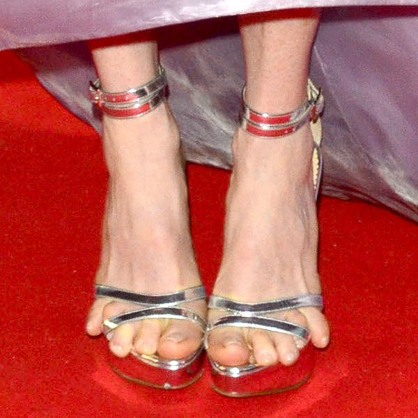 Julianne Moore's silver strappy sandals threatening to cut off her pinky toes