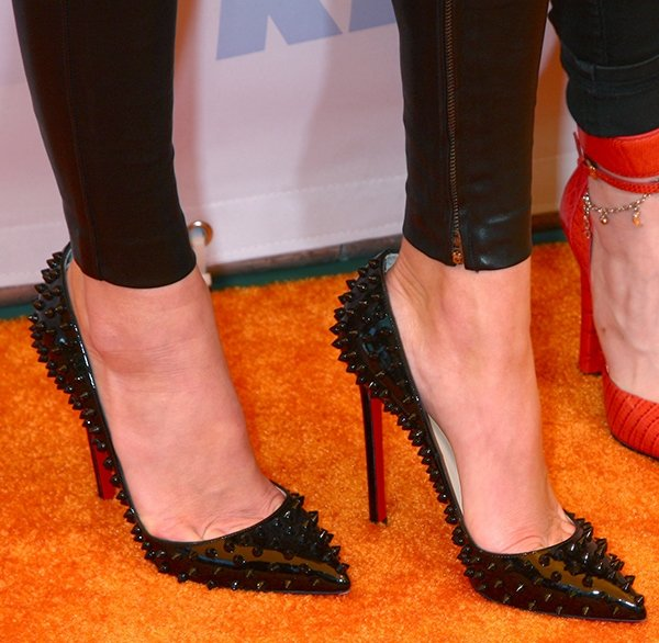 Kendall Jenner shows off her sexy feet in black Christian Louboutin pumps