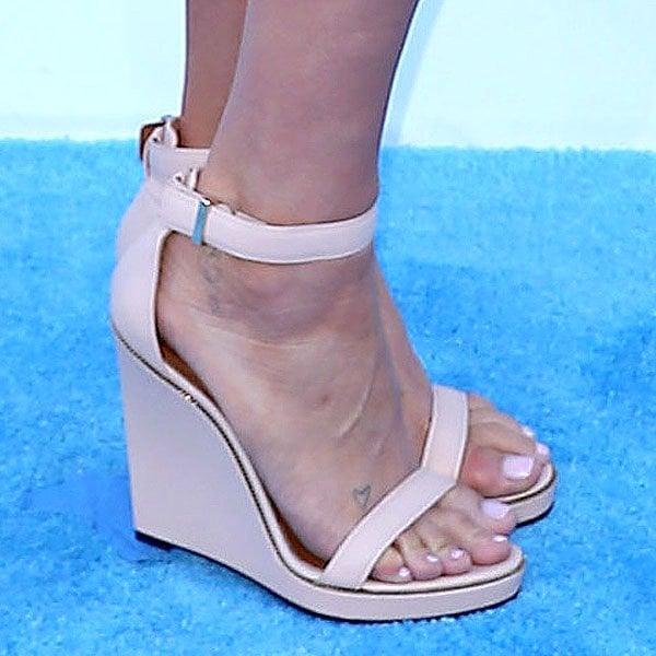 Kesha shoes 2013 Billboard Music Awards