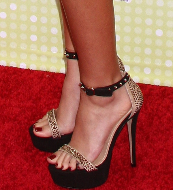 Madison Pettis shows off her pretty feet in Steve Madden shoes