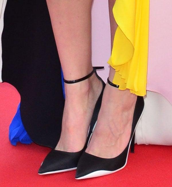 Marion Cotillard inblack satin pumps with white trimming around the soles