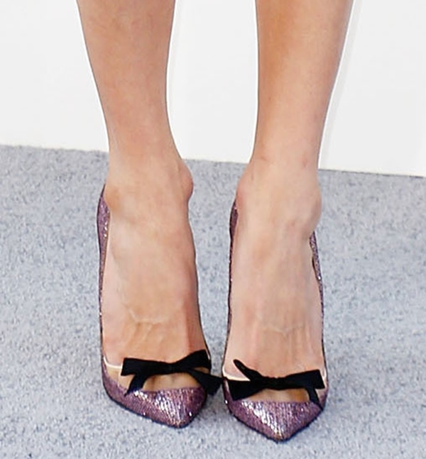 Sarah Chalke shows off her pretty feet in Love Me bow pumps