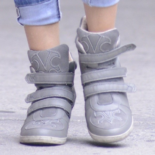 Sarah Jessica Parker wearinggray wedge sneakers from Koolaburra