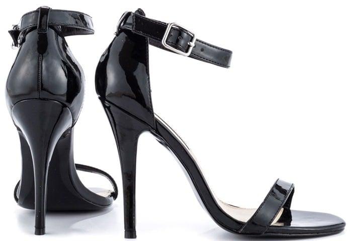 "Steve Madden ""Realove"" Sandals in Black"