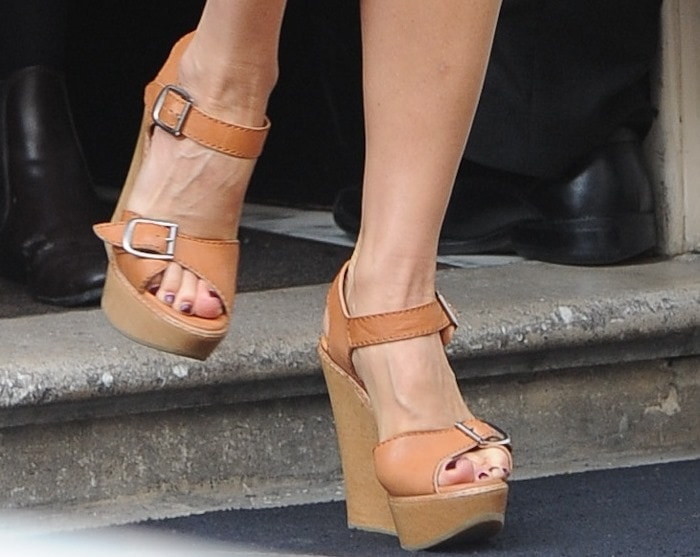 Victoria Beckham rocks Chloé leather and wooden wedge sandals