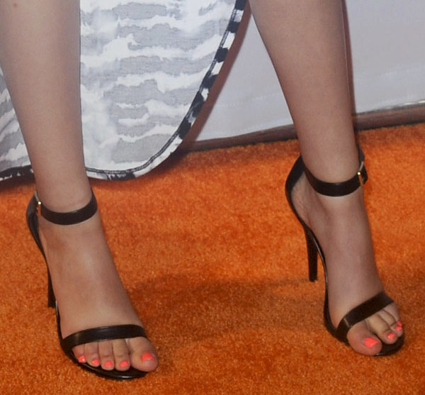 Victoria Justice shows off her sexy feet in Steve Madden sandals