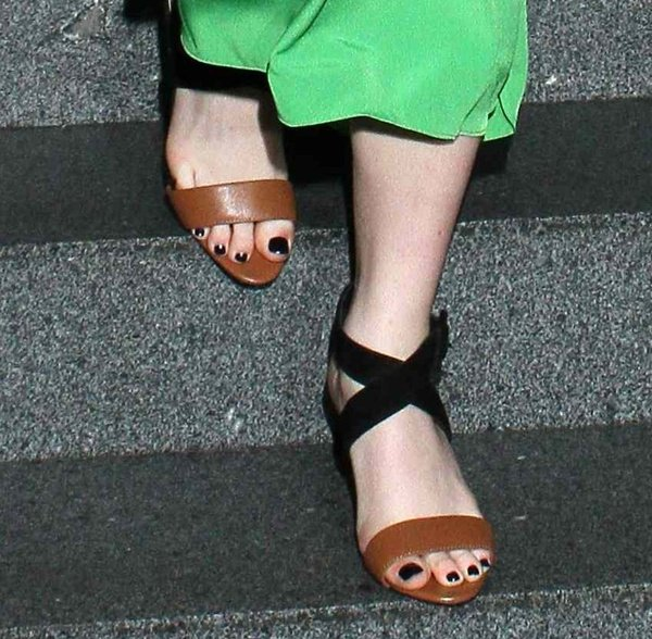 Maisie Williams' feet inmodern yet elegant Ted Baker sandals