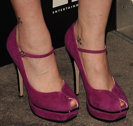 Melanie Lynskey shows off her feet inSaint Laurent Tribute Mary Jane pumps in magenta