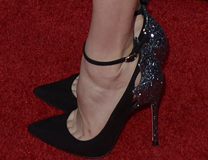 Amy Adams's feet in glittery pumps on the red carpet