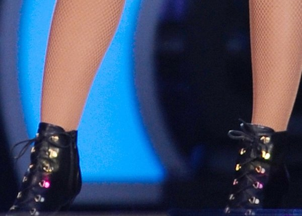Beyonce wears a pair of Stuart Weitzman boots for her performance in London