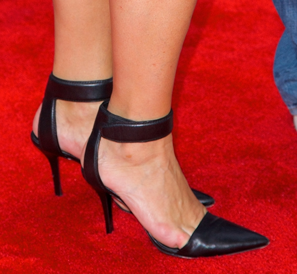 Brooke Shields with painful toe cleavage in black shoes