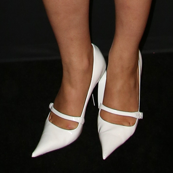Dianna Agron's toe cleavage in white pumps