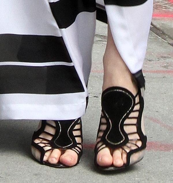 Greta Gerwig's unpolished toes peek out from beneath her Nicholas Kirkwood sandals