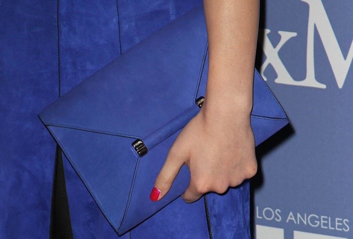 Hailee Steinfeld's blue Max Mara envelope clutch