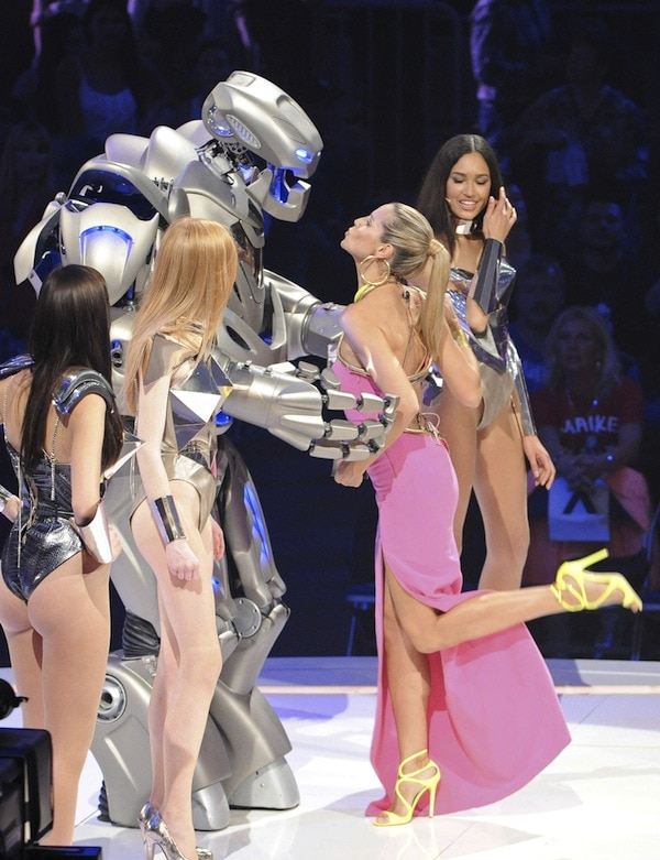Heidi Klum attempting to kiss her boytoy for the night on the finale of Germany's Next Top Model on May 30, 2013