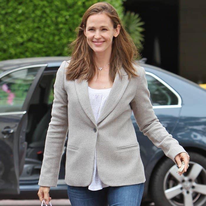 Jennifer Garner wearing a fitted beige blazer over her jeans