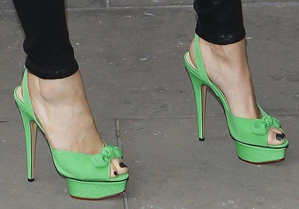 Jessie J wearing bright green Charlotte Olympia Serena sandals