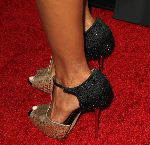 Jurnee Smollett's hot feet in gold-and-black Sam Edelman heels