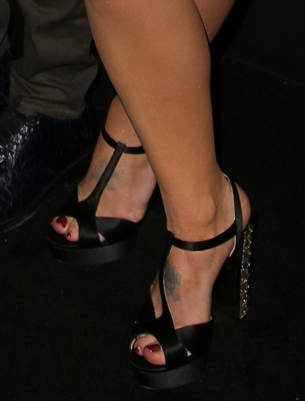 Kelly Osbourne shows off her feet in Miu Miu heels