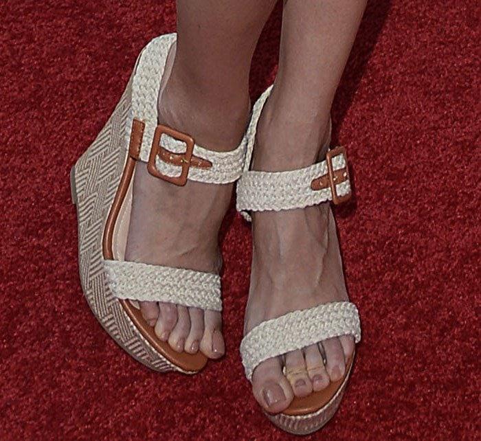 Louise Roe's hot feet in wedge heels