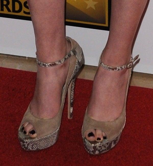 Miranda Cosgrove's feet insnake-print Jimmy Choo pumps