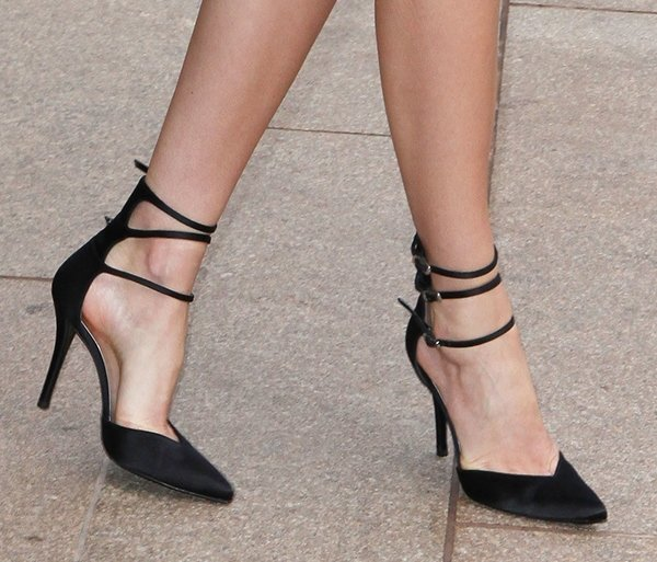 Miranda Kerr shows off the ankle straps on her black Stuart Weitzman pumps