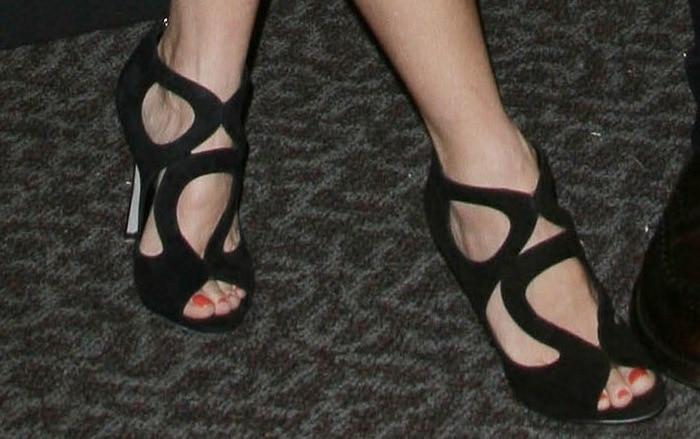 Naomi Watts' sexy feet inSergio Rossi Oblo sandals