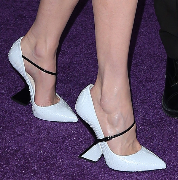 Nicole Kidman shows off her feet in white snakeskin shoes