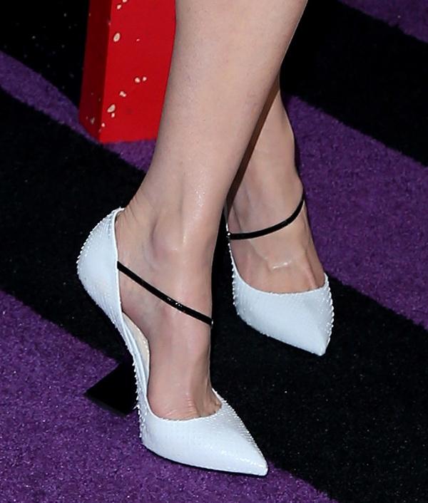 Nicole Kidman's sexy feet in white heels with black asymmetrical straps